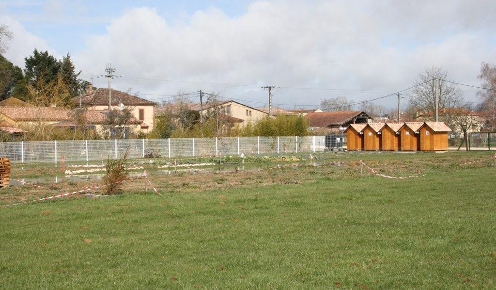 Dix jardins familiaux bio de 100 m 2 ont été aménagés par le centre communal d'action sociale de L'Isle-en-Dodon./Photo DDm, Y.CS