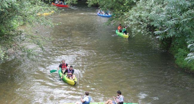 De la bonne humeur à bord des canoës où les participants ont eu parfois un peu de mal à négocier leur demi-tour…/Photo DDM, Y.CS