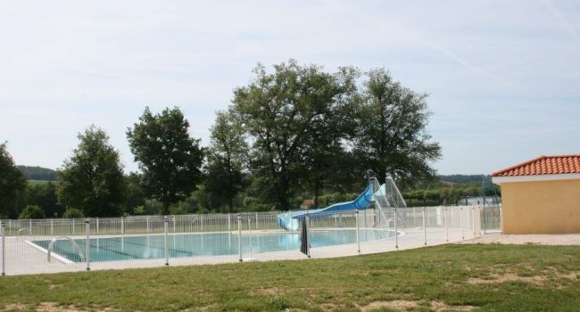 Idéalement implantée dans la zone de loisirs à proximité du plan d'eau, c'est une piscine réparée et sans fuite qui a rouvert ses portes le 1er juin./Photo DDM, Y.CS