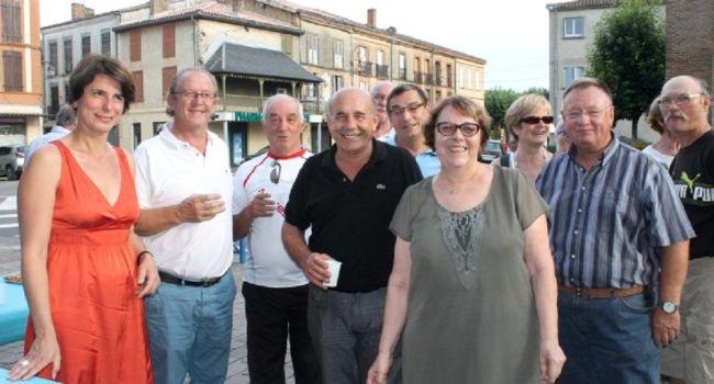 L'apéritif d'ouverture a réuni les principaux responsables de l'organisation de cette manifestation importante dans le canton. /Photo DDM.