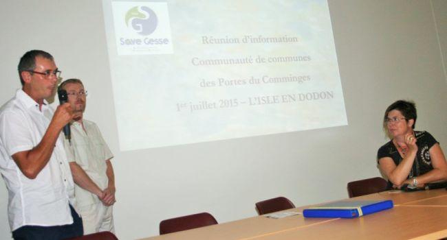 Cette étude a été présentée par Alain Fréchou, président du SIAH de la Save et de la Gesse, Fabien Bouteix, technicien de rivière et Anne-Marie Duprat, animatrice coordinatrice . / Photo DDM