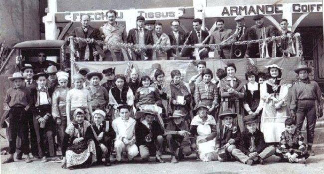 Une photo du carnaval du C.E.S en 1958, où certains pourront déjà se reconnaître./Photo DDM