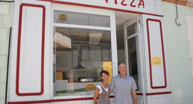 Lou's Pizza vient de Loucas et Louanne, leurs petits enfants./