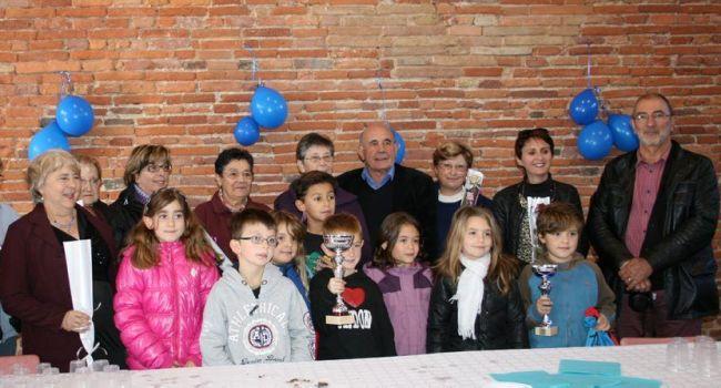 Les enfants et les seniors ont été récompensés samedi midi pour leur implication dans le rallye chez les commerçants l'islois. / Photo DDM.