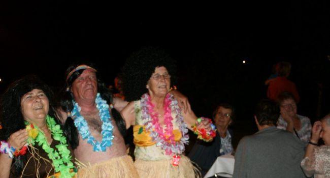 Parmi les manifestations organisées par l'association OLA, la soirée tahitienne organisée fin août pour clôturer la saison à la piscine, a remporté un certain succès./Photo DDM, YCS