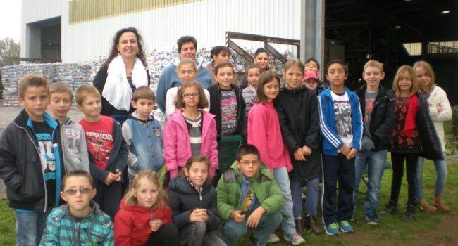 Après deux interventions en classe, les écoliers du CE2, CM1 et CM2 de Montbernard ont visité le centre de tri de Saint-Gaudens./