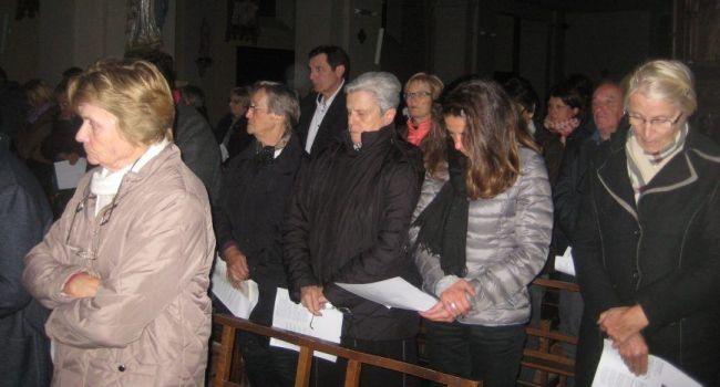 Recueillement et émotion samedi soir lors de la veillée funèbre en l'église de L'Isle-en-Dodon. / Photo DDM
