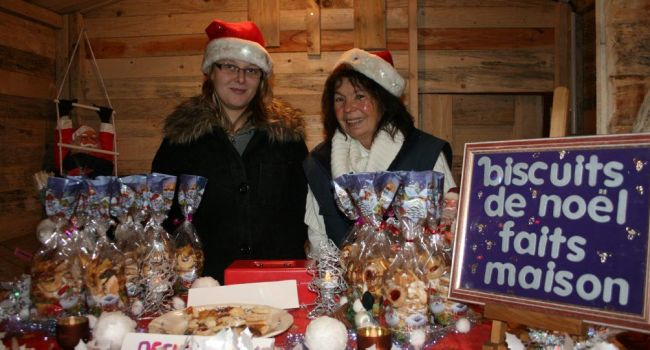Un vrai marché de Noël avec des gâteaux de Noël et du pain d'épices dans de charmants petits chalets./Photo DDM