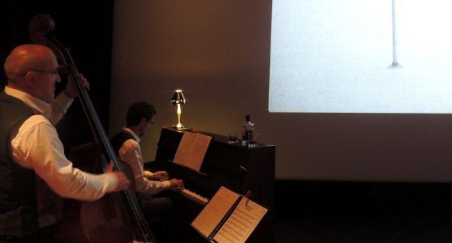 Un spectacle vivant à part entière, qui a associé cinéma muet et musique, improvisée par deux musiciens, devant un public conquis./Photo DDM image: http://www.ladepeche.fr/images/pictos/zoom.png