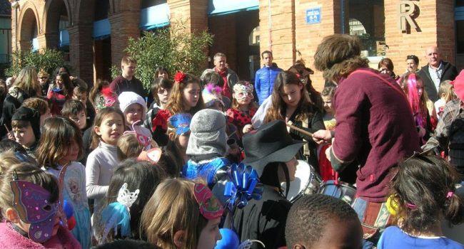 Déguisés, les enfants ont déambulé gaiement dans le cœur de la cité../Photo DDM