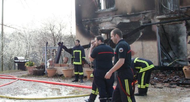 La maison d'habitation a été entièrement ravagée par les flammes./Photo DDM, Y.Ch Sénac