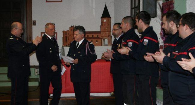 À l'occasion de la Sainte-Barbe, le commandant Jean-Louis Couzi a annoncé les nominations parmi les sapeurs pompiers L'Islois et a adressé des remerciements appuyés au lieutenant Philippe Dechambenoy./Photo DDM, Y.C-S
