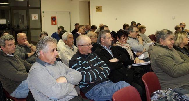 La fusion des cinq communautés de communes et l'avenir de la trésorerie inquiètent les délégués communautaires. / Photo DDM