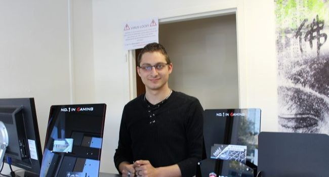 Raphaël Kistner a ouvert un magasin de dépannage informatique./Photo DDM, Y.C-S