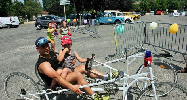 Les voitures à pédales sont confectionnées par les participants./Photo DDM, Y.C-S