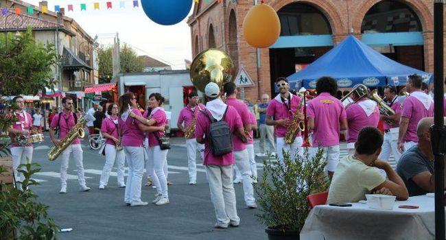 Le festival de bandas dans les rues/. PhotoDDM, Y.C-S