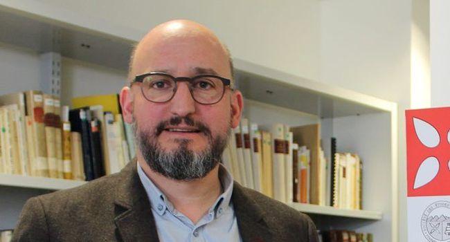 Yoan Rumeau, président de la Société des études du Comminges et le dernier numéro de la «Revue de Comminges»./Photo DDM.